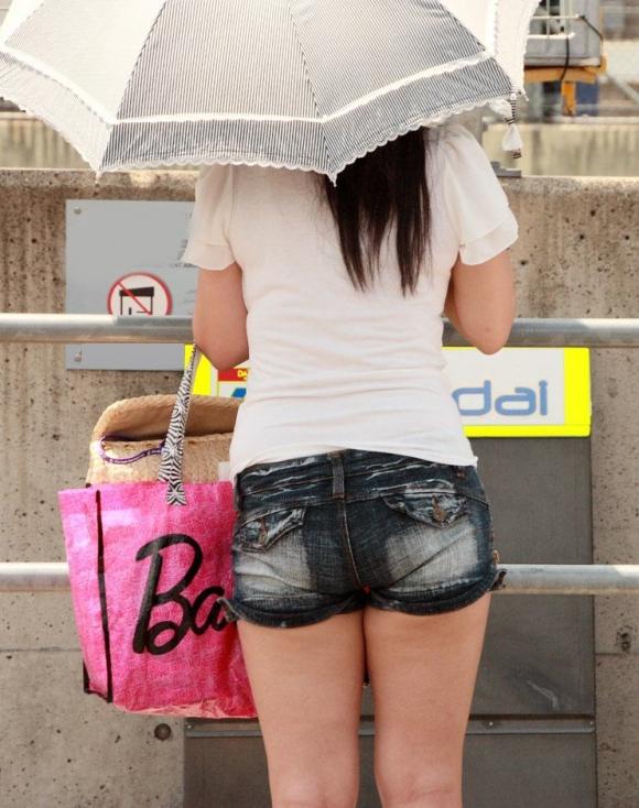 ショーパンから露出してる大腿部がエロすぎwww女の子のムニムニ太ももがたまらんwwwwwww【画像30枚】03_20160217093126b41.jpg