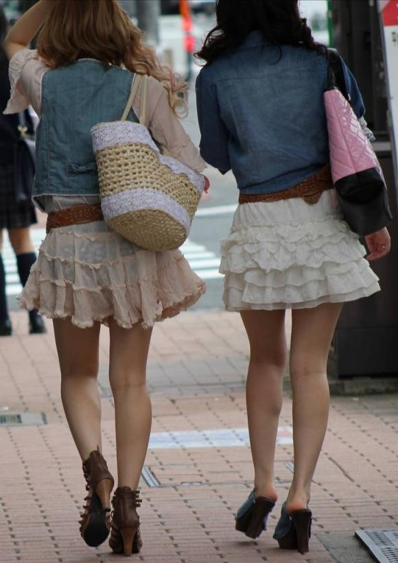 外なのにこんなパンツ透け透け公然猥褻な服装が許されるなんて・・・・・wwwwwww【画像30枚】03_20160225202905881.jpg