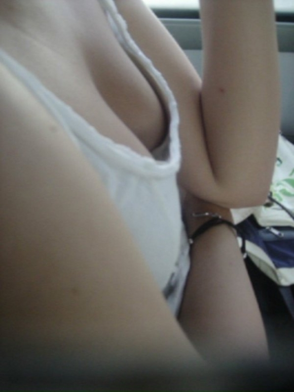 電車内で素人のおっぱいを撮った盗撮画像をくださいwwwww【画像30枚】03_20160307220841df3.jpg