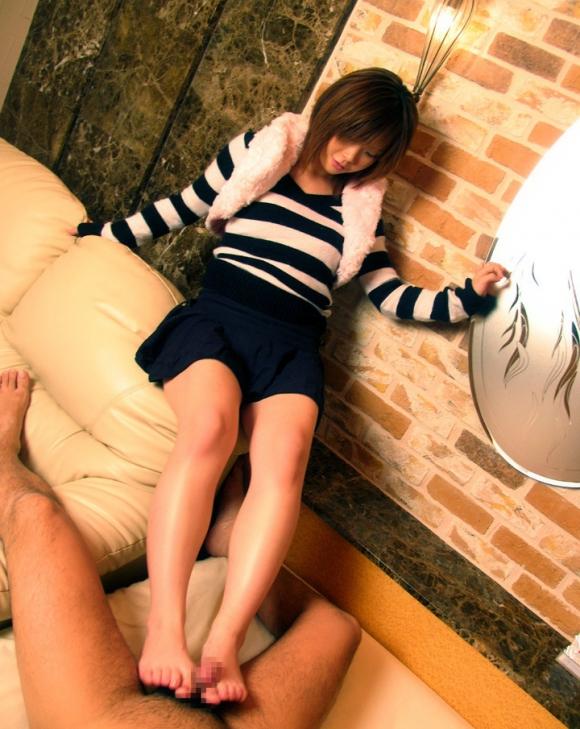 M男脚フェチが喜ぶ足コキ画像をくださいwwwww【画像30枚】03_20160308203722aab.jpg