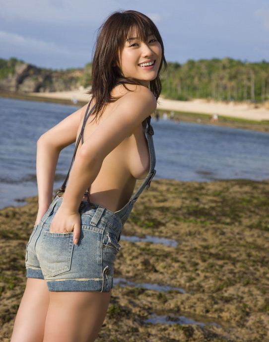 裸にオーバーオール着てる女の子のハミ乳見えてる感じが妙にエロいんだけどwwwwwww【画像30枚】03_20160327224537c84.png