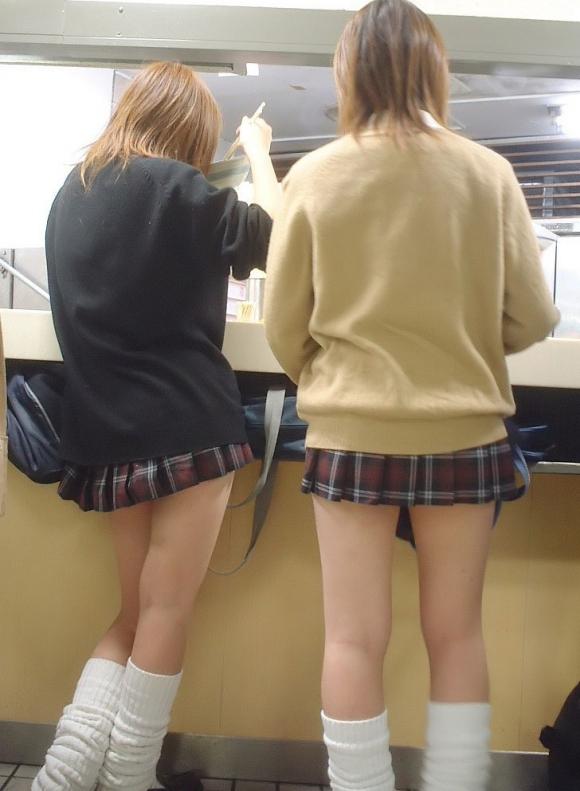 現代っ子なJKたちのスカートが異常なほどに短すぎる件wwwwwww【画像30枚】03_201603312136216b6.jpg