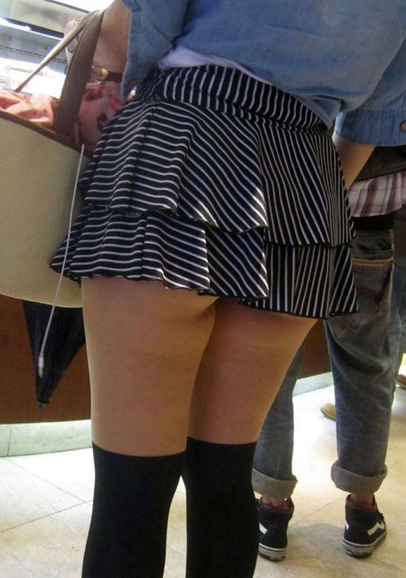 【街撮り】ナンテコッタイwwwパンツ見えそうな服装で外出してる素人が多すぎるwwwwwww【画像30枚】03_2016051922075280e.jpg
