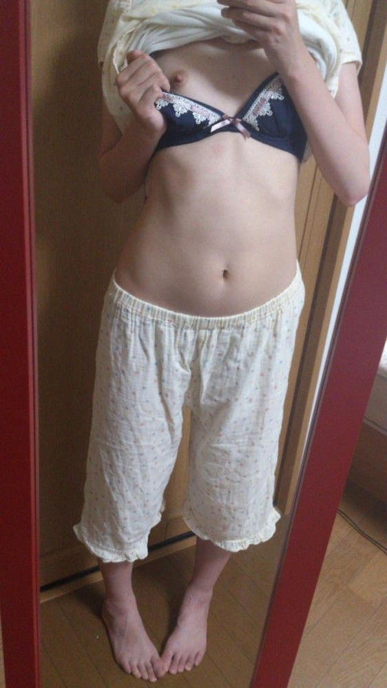 【素人限定】ベッドに飛び込んで襲いたくなる素人女子のパジャマ姿くっそエロいwwwwwww【画像30枚】03_20160527174547fc8.jpg