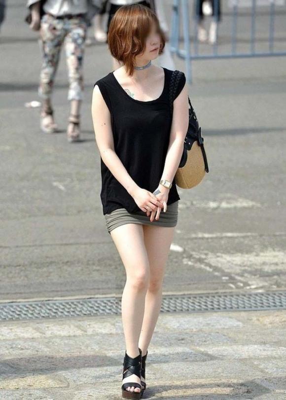 素人なのにパンチラしそうな短すぎるミニスカ履いてる女の子が多すぎるwwwwwww【画像30枚】03_201607302202270eb.jpg