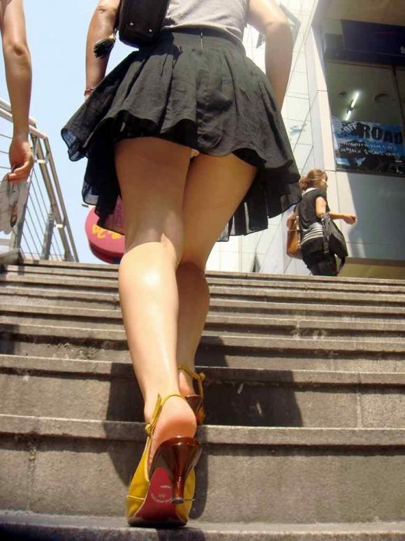 【エロ画像】これはまさにプロの犯行・・・階段やエスカレーターで広がる絶景パンチラ30選!wwwwwww04_20151123124249e05.jpg