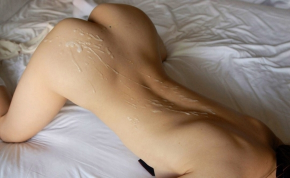 【エロ画像】バックから激しく突いてそのままお尻にぶっかけちゃった場合はこうなりますwwwww04_20151126224932a1d.jpg