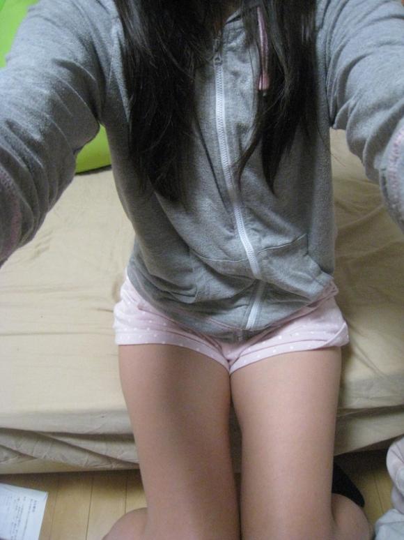 【エロ画像】寒い冬にピッタリ!家に遊びに来た彼女が着てたかわいいモコモコ部屋着を撮ったったwwwww04_201512021424551bb.jpg