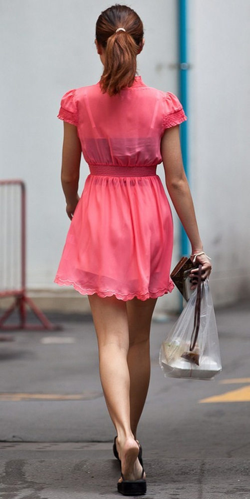洋服の中では一番のエロさを誇るミニワンピを着てる女の子を街撮り盗撮ぅぅぅぅぅwwwww【画像30枚】04_201512200315097e0.jpg