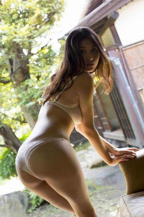 橋本マナミちゃんのフェロモンがプンプン伝わってくるセクシーグラビア画像【30枚】04_20151223031626c29.jpg