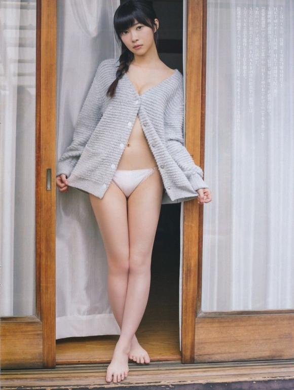 HKT48(AKB48)さっしーこと指原莉乃ちゃんのちっぱいプリケツ美脚の良さを確認できるグラビア画像【30枚】04_20160102040412dee.jpg