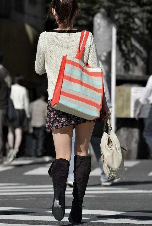 街でミニスカブーツの女の子を見ると無意識にガン見してしまう男の習性wwwwwww【画像30枚】04_2016011401493693a.jpg