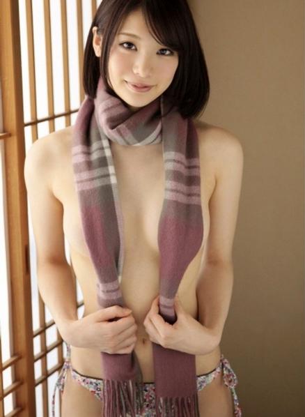 真冬のエロファッションwww裸マフラーの女の子エロすぎwwwwwww04_20160120033512563.png