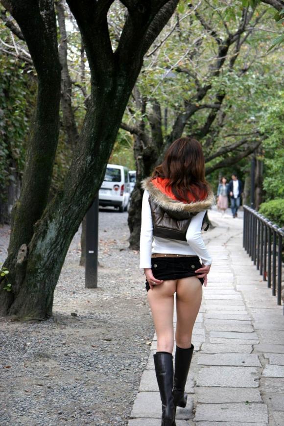 暖かくなってきたから増殖注意なwww露出狂女のヤバすぎる性癖がコチラwwwwwwwwwww【画像30枚】04_20160323223742cf3.jpg