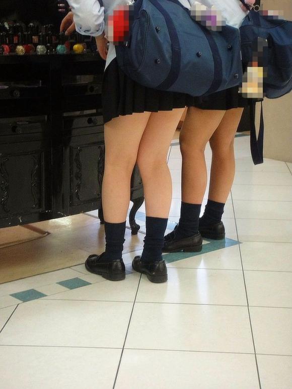 現代っ子なJKたちのスカートが異常なほどに短すぎる件wwwwwww【画像30枚】04_201603312136221ca.jpg