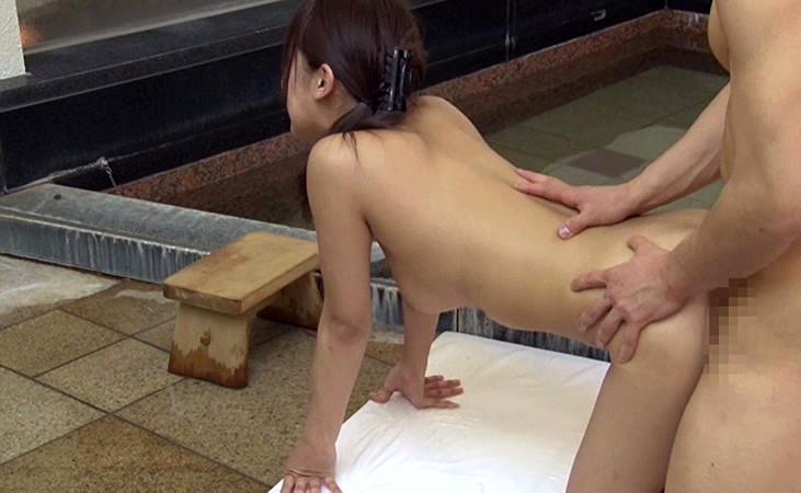 【エロ動画】体育会系男子学生と巨乳マネージャーが温泉で混浴素股体験!04_20160601020204b77.png