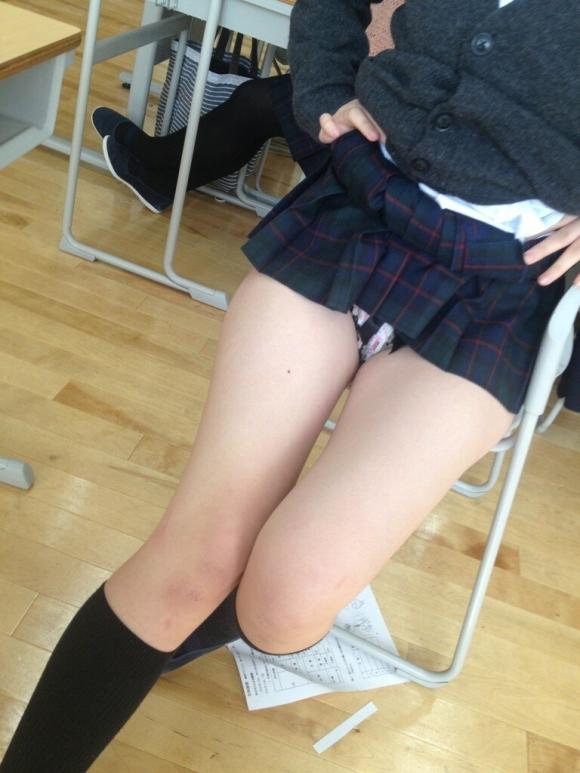 JKが学校内で撮った悪ふざけ写メのエロさの度が過ぎる件wwwwwww【画像30枚】04_20160616104724611.jpg