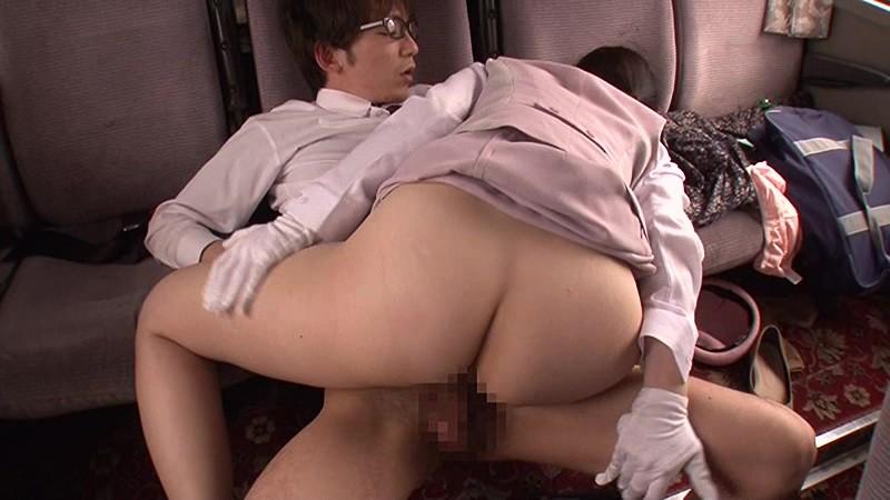 【エロ動画】修学旅行中に男子校生の上に優しく乗っかる美人バスガイドの騎乗位!04_2016071321580235a.png