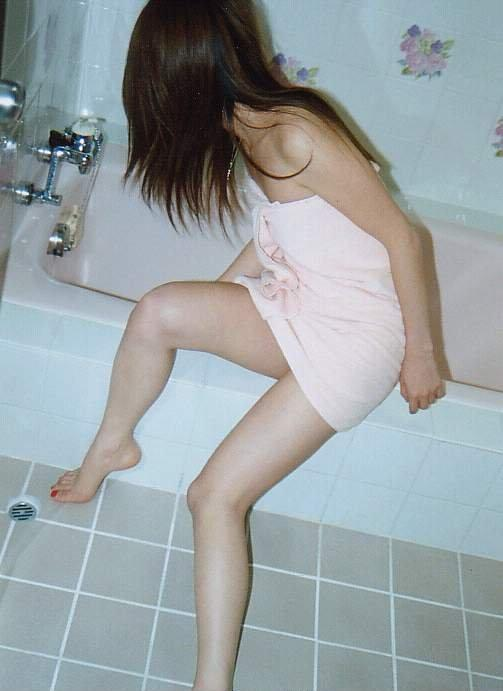 【バスタオル】コレくっそエロいwwwお風呂上がりのくつろぎタイムの女の子の姿のエロさがハンパないwwwwwww【画像30枚】04_201607152349151ee.jpg