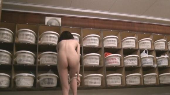 女子更衣室を覗いたら見れるエロすぎる光景wwwww04_20160803022550a11.jpg
