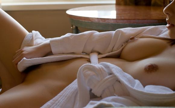 バスローブやラブホテルの寝巻を着てる女の子のエロ画像30枚05_20151208020236931.jpg