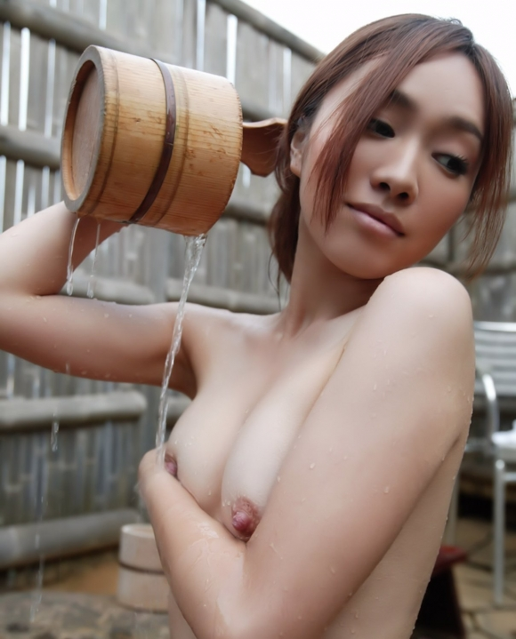 寒いし美女と二人きりで温泉に浸かってゆっくりしたい!www【画像30枚】05_201512270328264f2.jpg