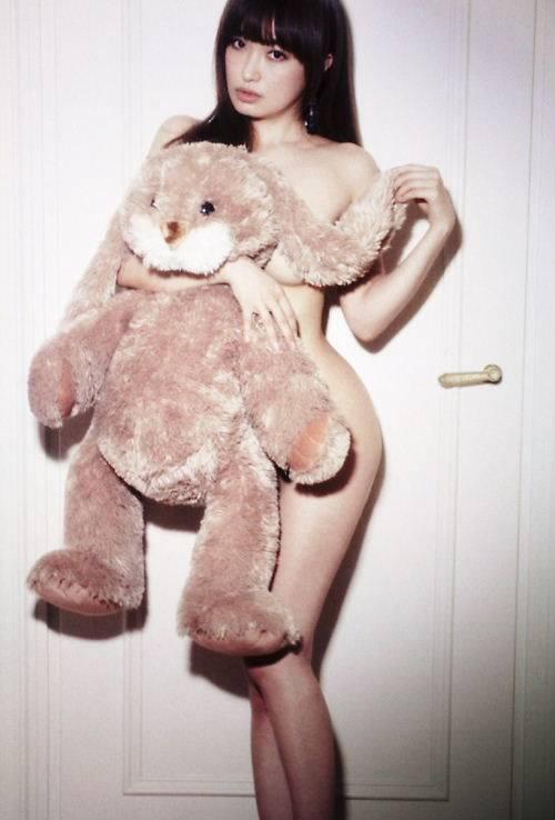 離婚が決まった平子理沙の乳首出し美魔女ヌード画像05_201512292342023c6.jpg
