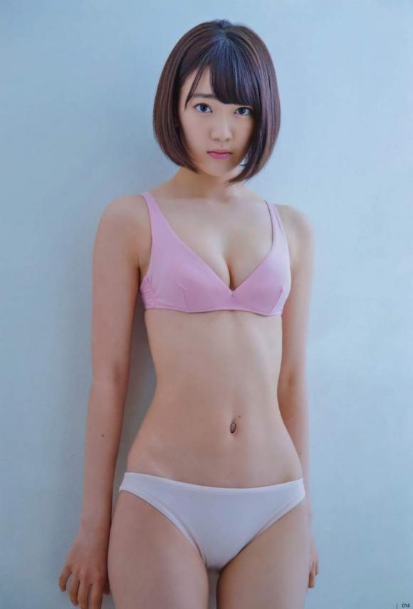 HKT48宮脇咲良ちゃんのおっぱいが凄いことになってる厳選グラビア画像【30枚】05_201601040357418f8.jpg