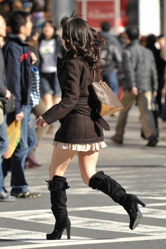 街でミニスカブーツの女の子を見ると無意識にガン見してしまう男の習性wwwwwww【画像30枚】05_20160114014937d7d.jpg