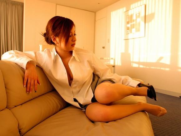 裸Yシャツの女の子がエロすぎて襲っちゃいそうになるwwwwwww【画像30枚】05_20160116044435db3.jpg