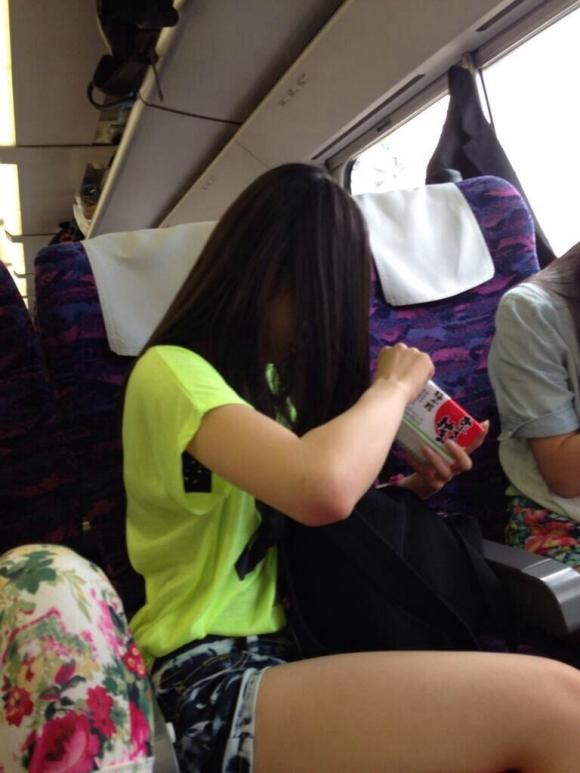 久しぶりに東京行ったら街を歩いてる女の子がくっそエロい服装で歩いててビビったwwwwwww【画像30枚】05_20160210204833f4e.jpg