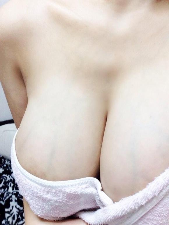 【素人限定】ねぇぇぇぇぇwww大変貴重な素人女子の巨乳おっぱいってなんでこんなにエロいんだろうねぇぇぇぇぇwwwwwww【画像30枚】05_20160326224125c84.jpg