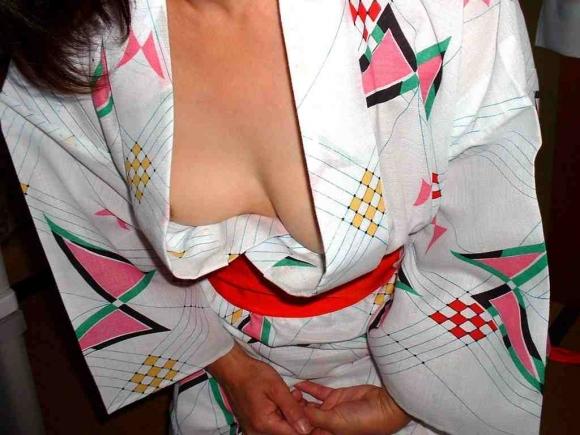ちょ・・・コレ見てwww温泉旅行の時の彼女の浴衣姿がくっそエロかったからうpするわwwwwwww【画像30枚】05_201604182150380c5.jpg