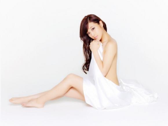 鈴木奈々ちゃんがLINEブログにうpしてる下着姿やセミヌード画像がエロすぎる!【画像30枚】05_2016043010304663f.jpg