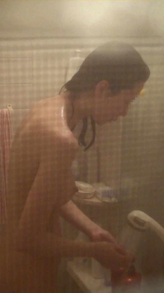 【民家盗撮】入浴中の素人を狙ったお風呂場の盗み撮りに成功したった!【画像30枚】05_201606241436470aa.jpg