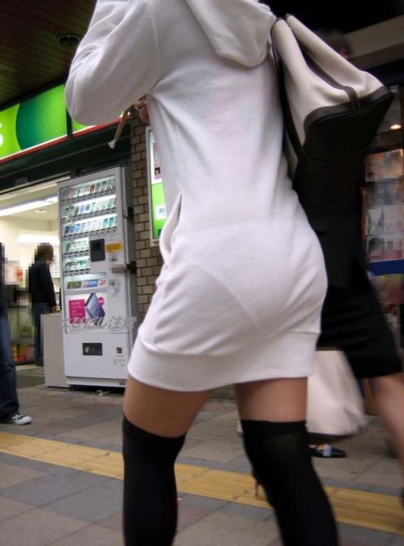 洋服の中では一番のエロさを誇るミニワンピを着てる女の子を街撮り盗撮ぅぅぅぅぅwwwww【画像30枚】06_20151220031640c84.jpg