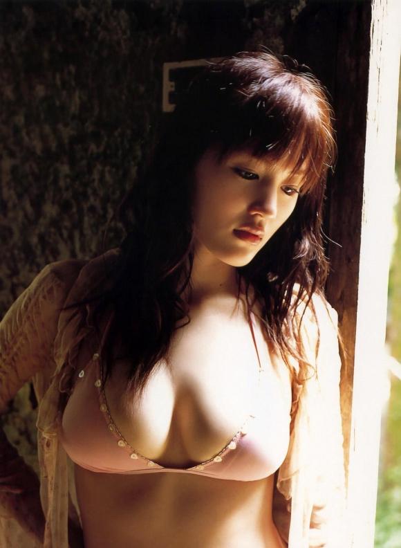 綾瀬はるかちゃんのおっぱいとムチムチ感が気になるグラビア高画質画像【30枚】06_201512220317587ed.jpg