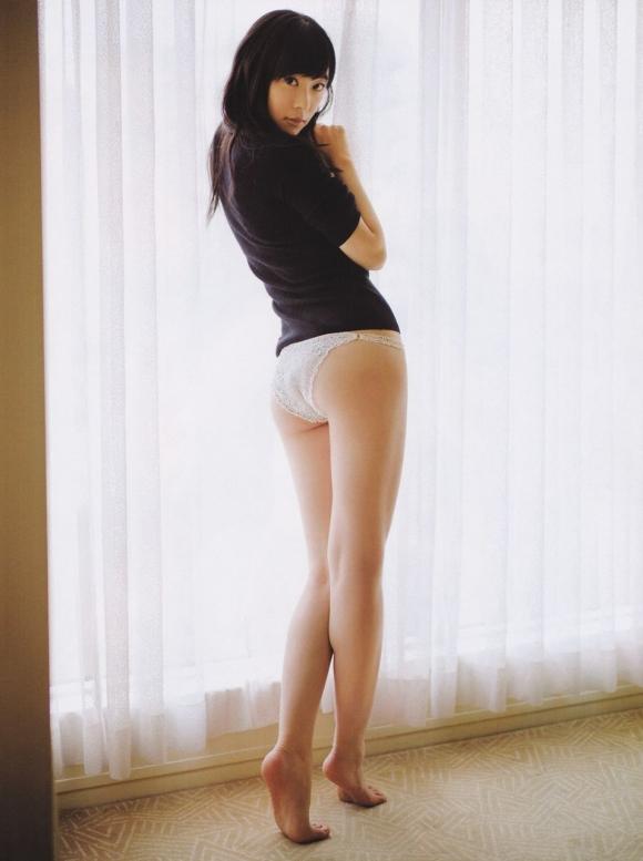 HKT48(AKB48)さっしーこと指原莉乃ちゃんのちっぱいプリケツ美脚の良さを確認できるグラビア画像【30枚】06_20160102040519153.jpg