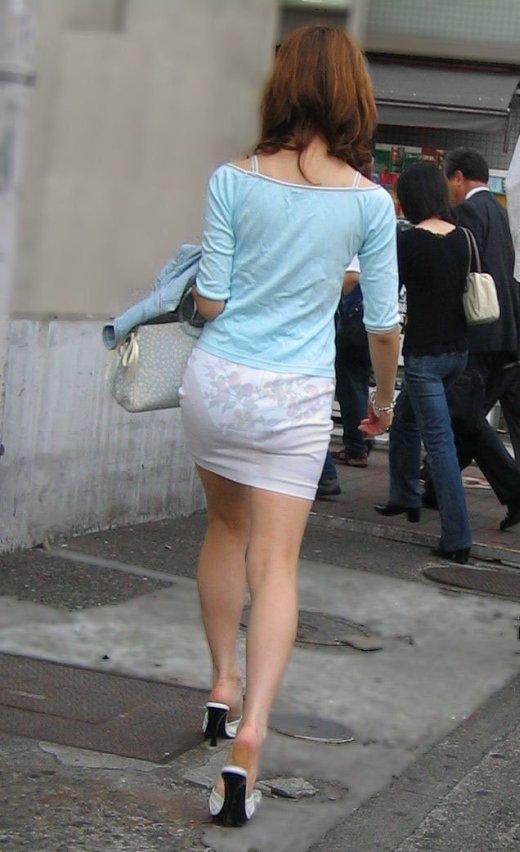 外なのにこんなパンツ透け透け公然猥褻な服装が許されるなんて・・・・・wwwwwww【画像30枚】06_2016022520300434d.jpg