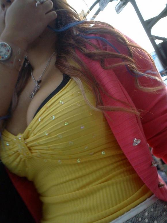 おっぱいに一目惚れしそうな破壊力バツグンな着衣巨乳を街で撮ったから貼ってくわwwwwwww【画像30枚】06_20160401155907d0a.jpg