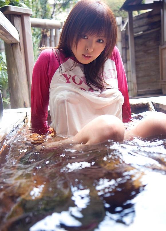 服が濡れて乳首がスケスケになってる女の子がエロすぎるwwwww【画像30枚】06_20160424224202bd8.jpg