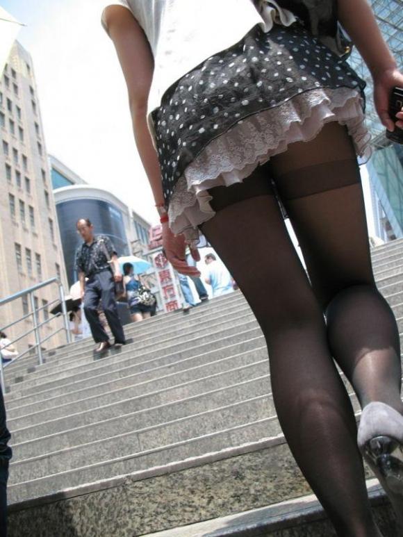 【街撮り】ナンテコッタイwwwパンツ見えそうな服装で外出してる素人が多すぎるwwwwwww【画像30枚】06_20160519220851401.jpg