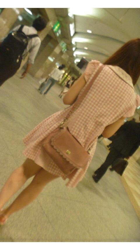 洋服の中では一番のエロさを誇るミニワンピを着てる女の子を街撮り盗撮ぅぅぅぅぅwwwww【画像30枚】07_20151220031640604.jpg