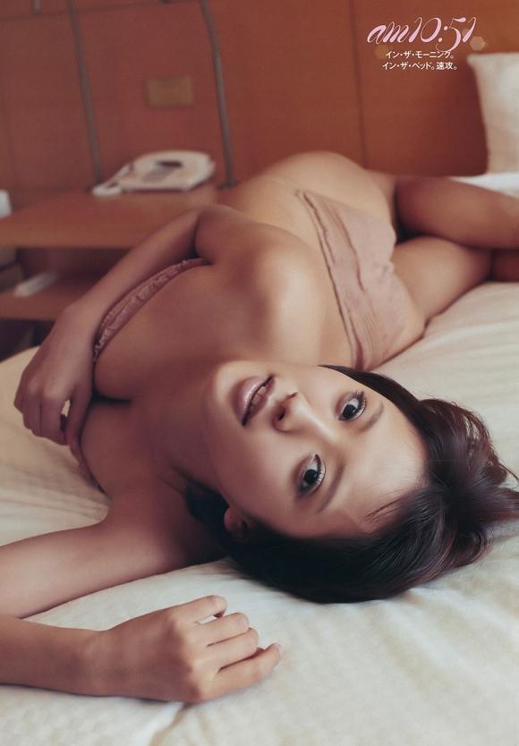朝ドラ女優夏菜ちゃんのハミケツおっぱいがエロいセクシーグラビア画像【30枚】07_20160118030722746.jpg