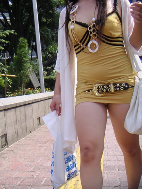 久しぶりに東京行ったら街を歩いてる女の子がくっそエロい服装で歩いててビビったwwwwwww【画像30枚】07_20160210204923aeb.jpg
