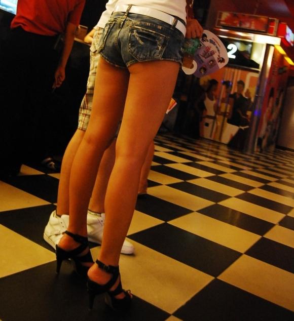 ショーパンから露出してる大腿部がエロすぎwww女の子のムニムニ太ももがたまらんwwwwwww【画像30枚】07_201602170935546e9.jpg
