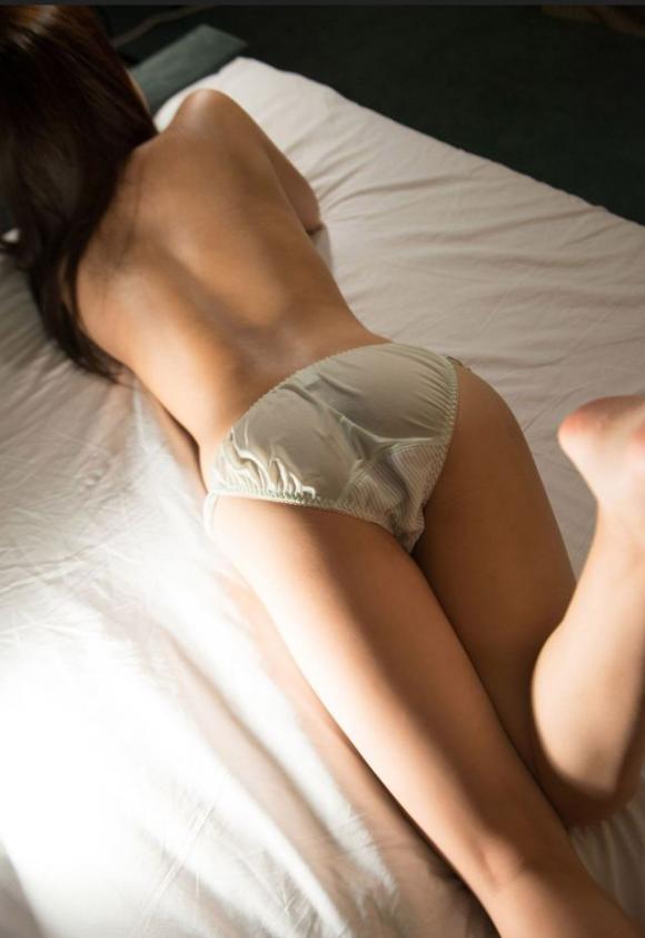 【素人限定】ベッドに寝転んでる彼女のおしりがくっそエロかったからwwwソッコー寝バック決定wwwwwww【画像30枚】07_201602202014134d1.png