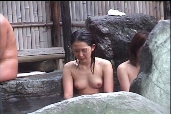 女子更衣室や女湯を盗み撮りした画像がエロすぎて削除される前に絶対見るべき!www07_201605012139229c0.jpg