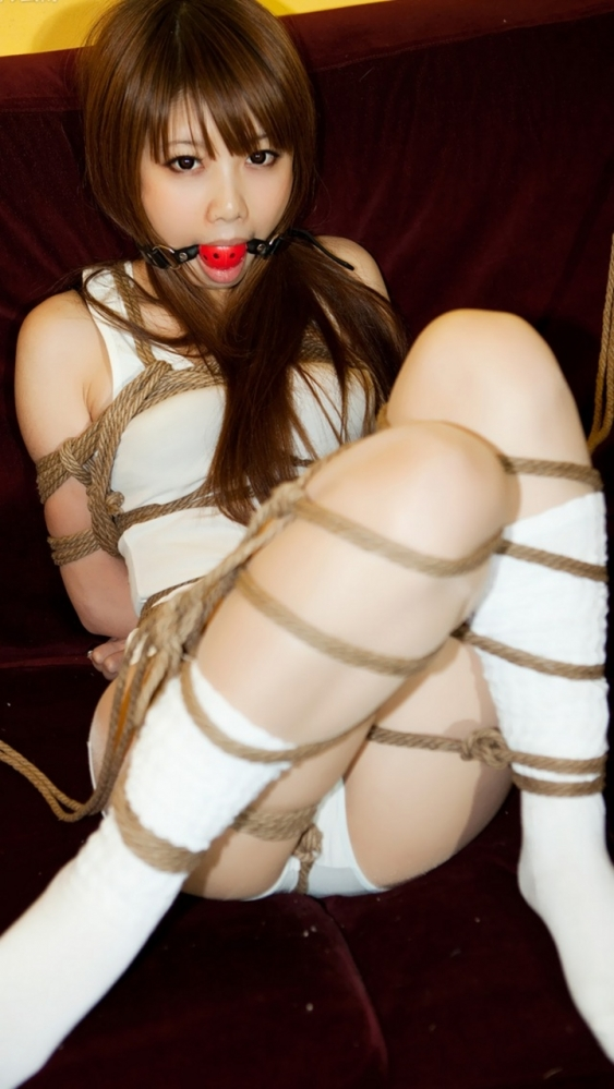 【性玩具】女の子を拘束して調教するとこういうエロいオモチャになるwwwwwww【画像30枚】07_20160509214242ff9.jpg