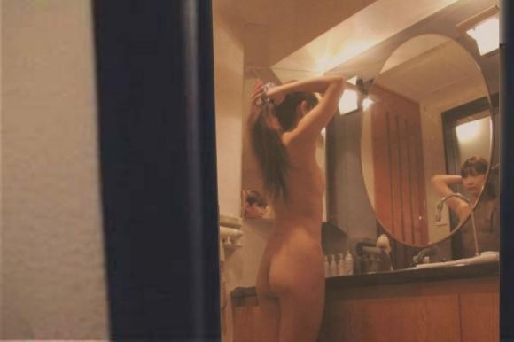 【家庭内盗撮】彼女がお風呂あがりに油断してたから写真撮ってみたよwwwwwww【画像30枚】07_20160520174814863.jpg